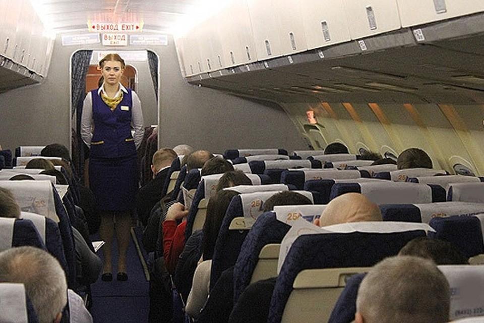 """""""Конечно, пассажирам приятно видеть в кабине лайнера «воздушных» стюардесс, но они не обладают физической силой, которая нужна в аварийной ситуации."""""""