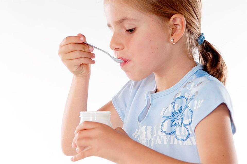 Мы привыкли думать, что кисломолочные продукты - безусловно полезны. Но неутомимые ученые продолжают выяснять новые факты о йогуртах.