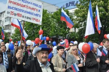 Поклонская пришла на первомайский парад в Симферополе