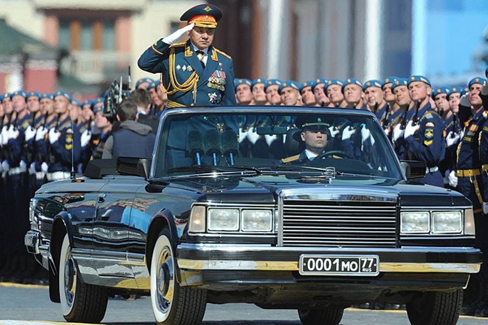СМИ объяснили, зачем Шойгу перекрестился перед началом парада Победы в Москве