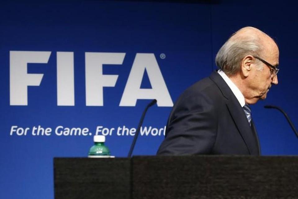 Президент ФИФА Йозеф Блаттер уходит в отставку из-за скандала