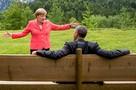 Фото Меркель и Обамы на саммите G7 стало мемом в соцсетях