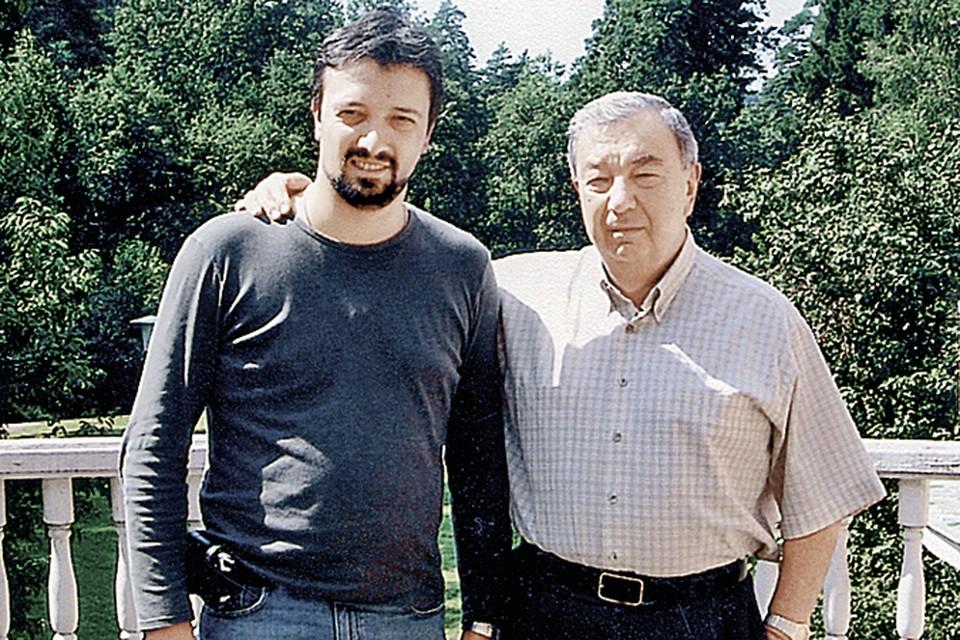 Евгений Примаков-младший (он же Сандро) с дедом. На даче в Подмосковье. 2011 г. Фото: личный архив Е. Примакова.
