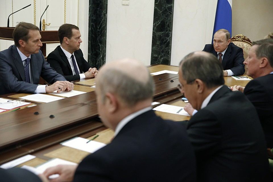 Президент подчеркнул, что оперативно принятые меры позволили стабилизировать ситуацию в экономике, финансах и на рынке труда