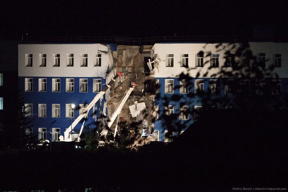 Саратовские призывники не пострадали при обрушении казармы в Омске (Фото: Дмитрий Барулин)