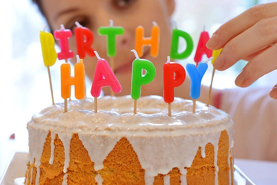Песню Happy Birthday to You, права на которую принадлежат компании Warner/Chappell, могут сделать народной!
