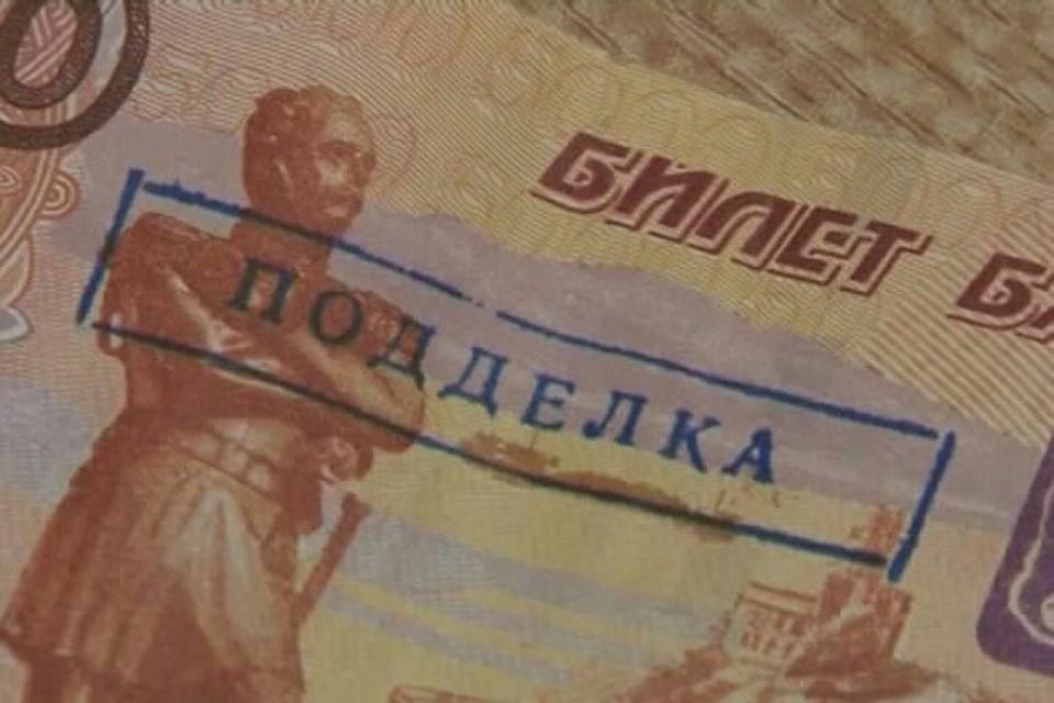 фальшивыми с проституткой деньгами расплатиться