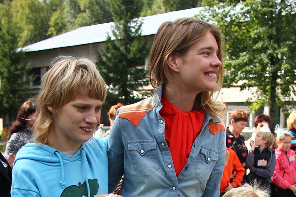 Наталья Водянова объяснила, почему она не может перевезти сестру-инвалида в другую страну