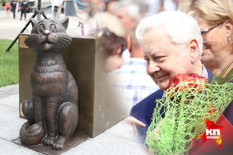 Матроскин «прописался» в Саратове: Олег Табаков открыл скульптуру своих героев на Театральной