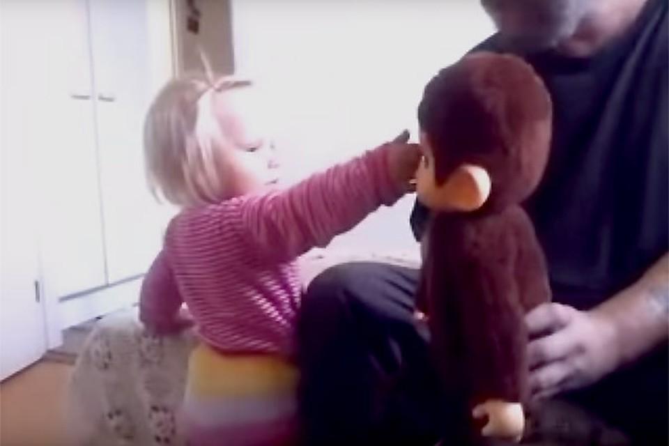 10 дочь которой как трахает смотреть свою папа