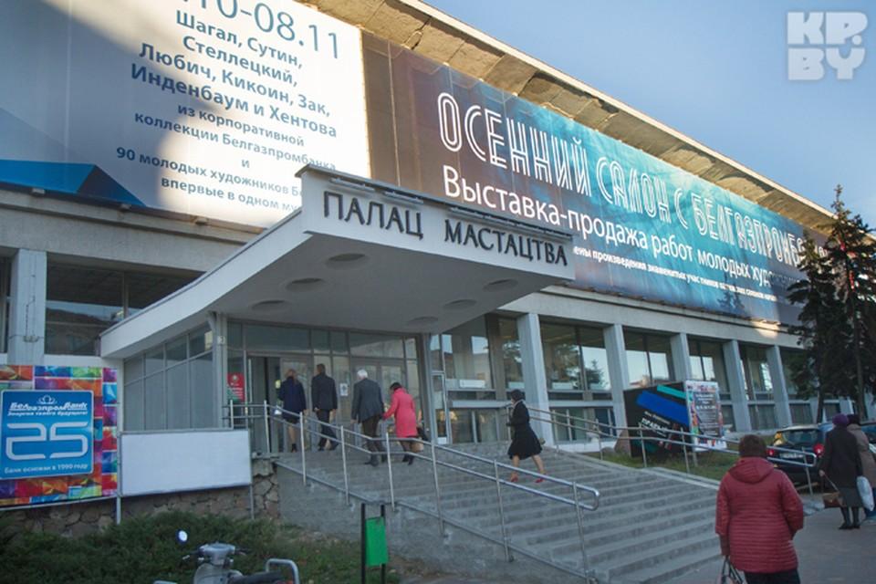 «Осенний салон» во Дворце искусства продлится до 8 ноября.
