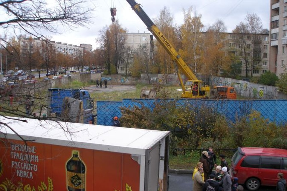 День, когда забор вывезут со двора, жители проспекта Науки, 44 ждали долгих три года