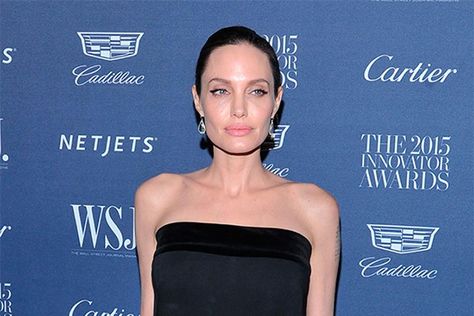 Еще летом журналисты отмечали, что самая красивая актриса современности стремительно теряет вес