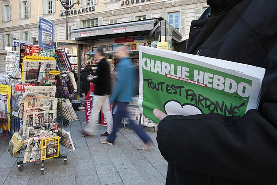 Charlie Hebdo посмеялись и над терактами в Париже