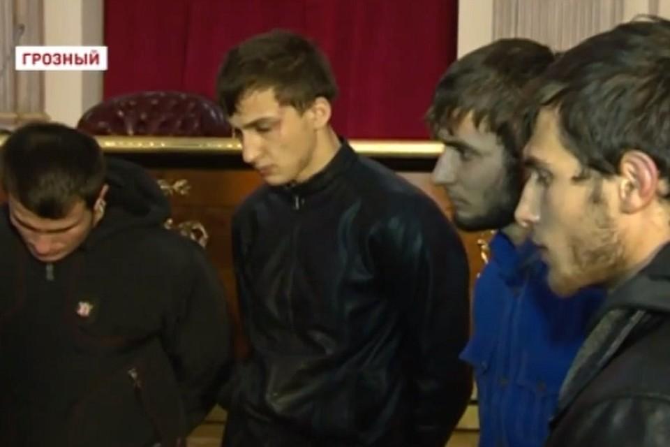 Четверо молодых людей, сжегших мавзолей исламского святого. Фото: ЧГТРК