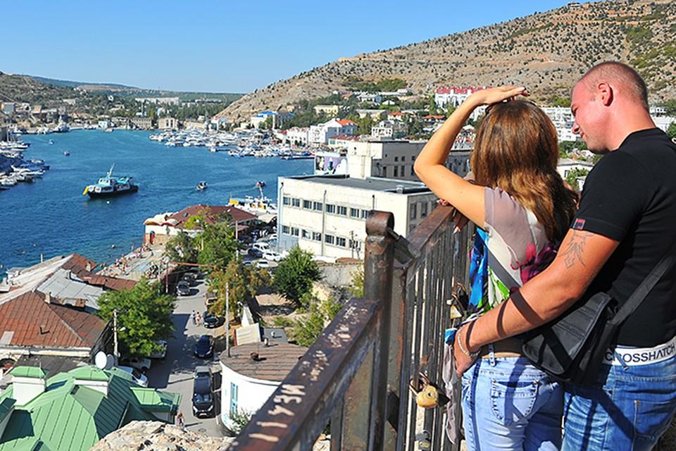Сейчас межсезонье, и туристов на полуострове намного меньше, чем летом