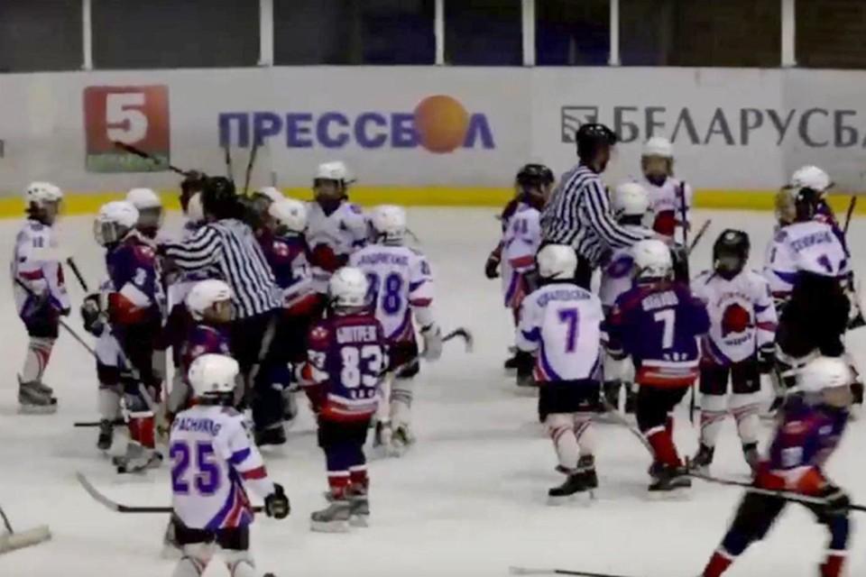 В хоккее в моду вошли детские драки. Фото: стопкадр sportby.tv