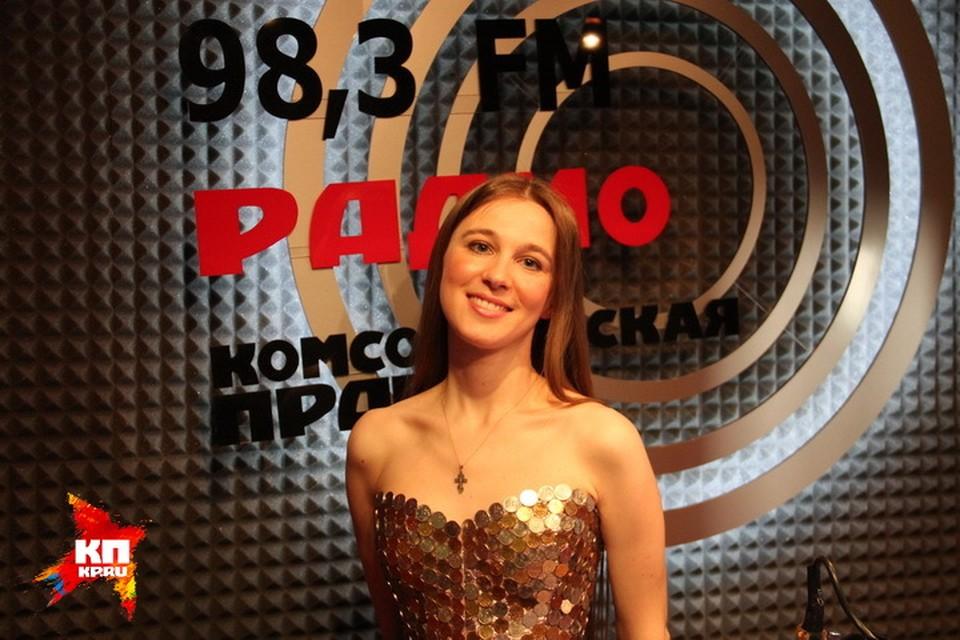 Мария Якушева в прямом эфире Радио «Комсомольская правда» призналась, что зарабатывает на клипы пением в церковном хоре.