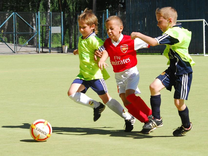 Футбол, плавание, танцы  какой вид спорта подходит вашему ребенку e7832026da4