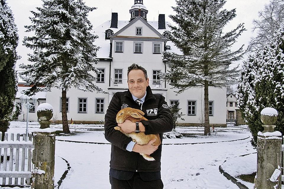 Графу Матиусу фон Брайтенбаху 43 года. Кроме «кроличьего», у него есть еще несколько замков. Так что место для возлюбленной точно найдется: и в сердце, и в доме. Фото: Наталья МУРГА