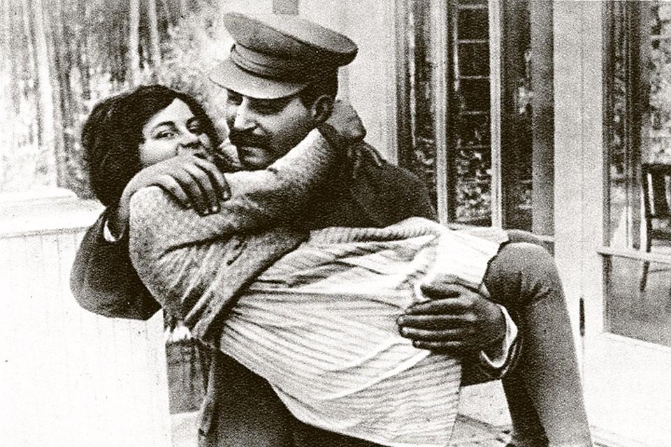 Отец с дочкой на даче