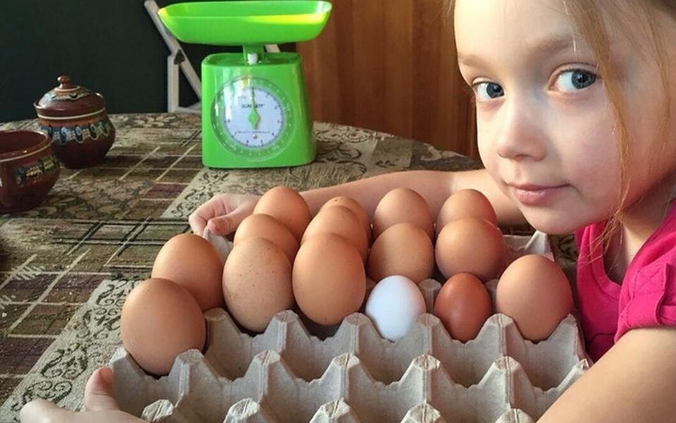 Девочка держит за яички мальчика фото 750-115