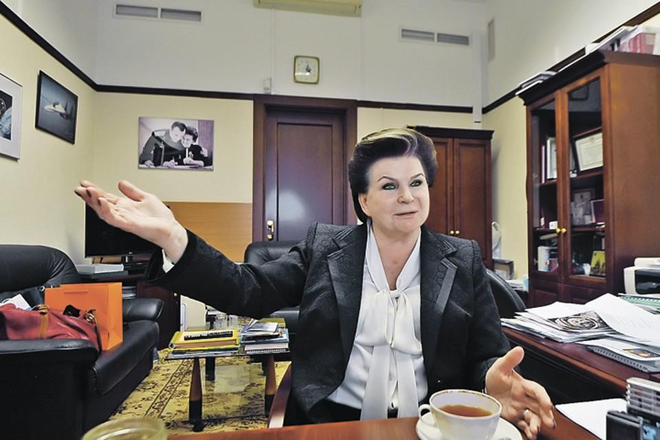 Зампредседателя Комитета Госдумы по международным делам Валентина Терешкова встретила журналистов «Комсомолки» в своем рабочем кабинете в здании наОхотном Ряду. Апрель, 2016 г.