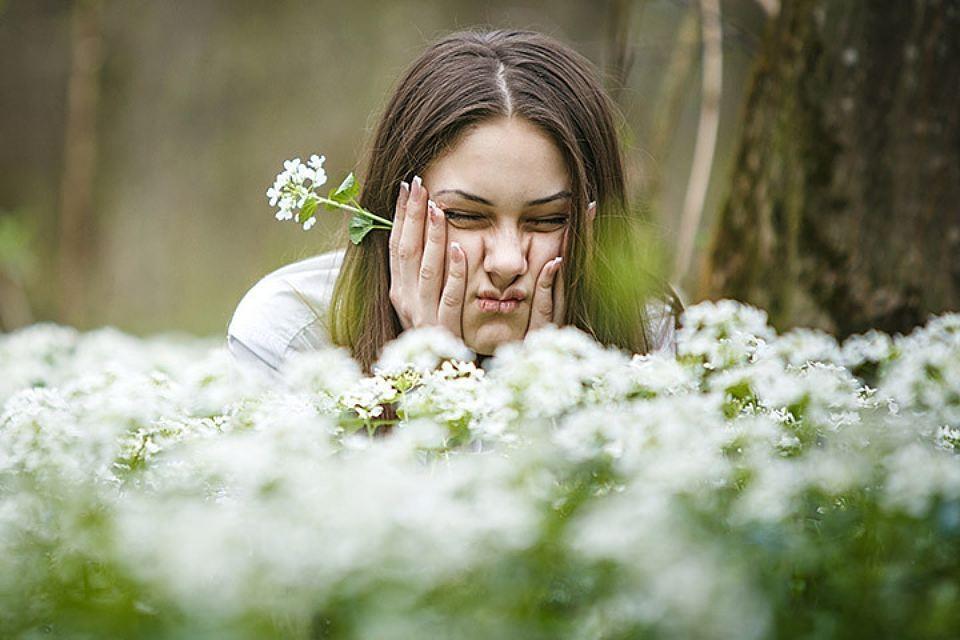В сельской местности растений больше, и пыльцы от них, соответственно, тоже должно быть больше. А вот аллергиков на деревне в разы меньше, чем в больших городах.