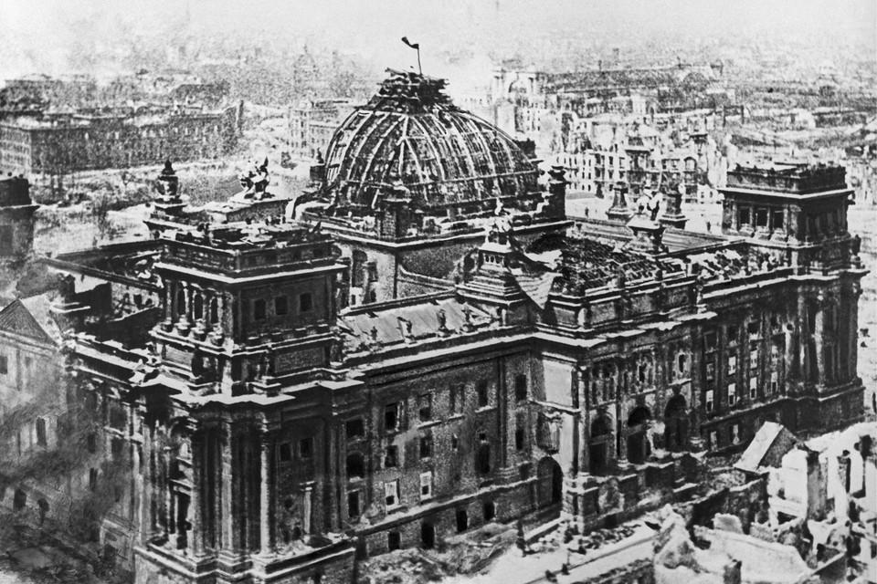 Знамя Победы над Рейхстагом, 1945 год. Фото: Темин Виктор/ИТАР-ТАСС/Архив