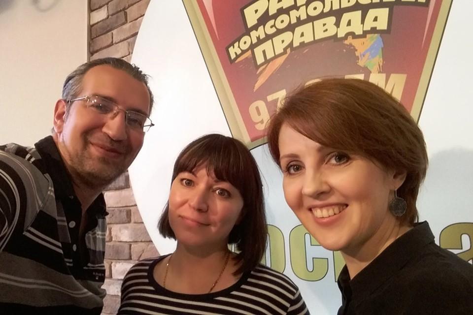 Автор проекта «Амбар» Марина Орлова (на фото справа) в гостях у Михаила Антонова и Оксаны Фоминой в программе «Важные птицы» на Радио «Комсомольская правда»