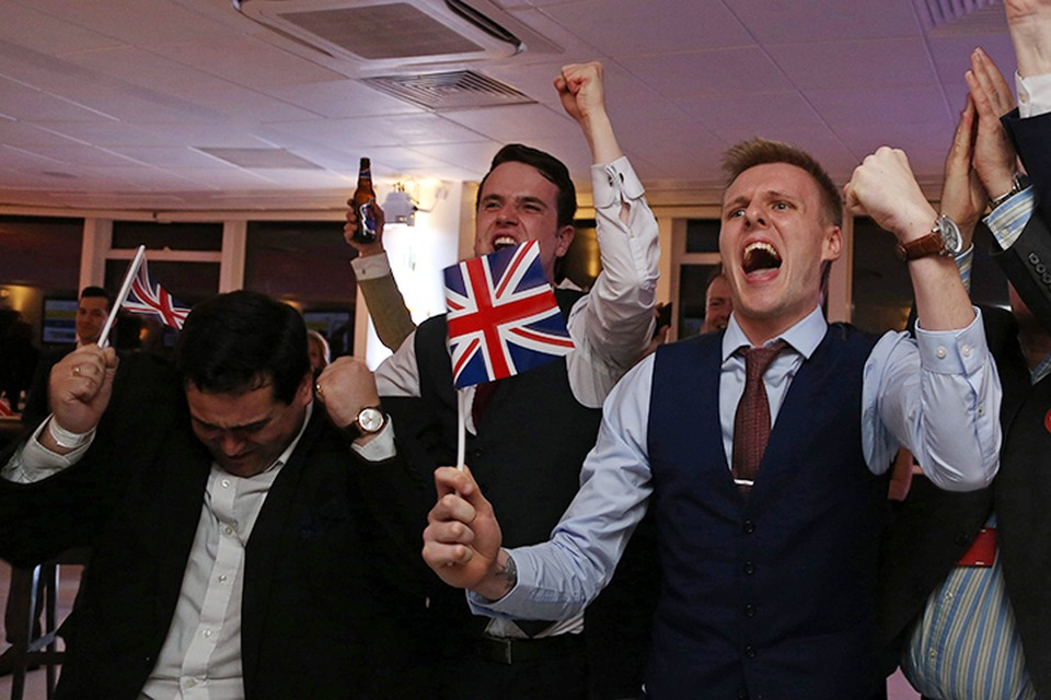 И – нате вам! Вопреки призывам англичане проголосовали за выход