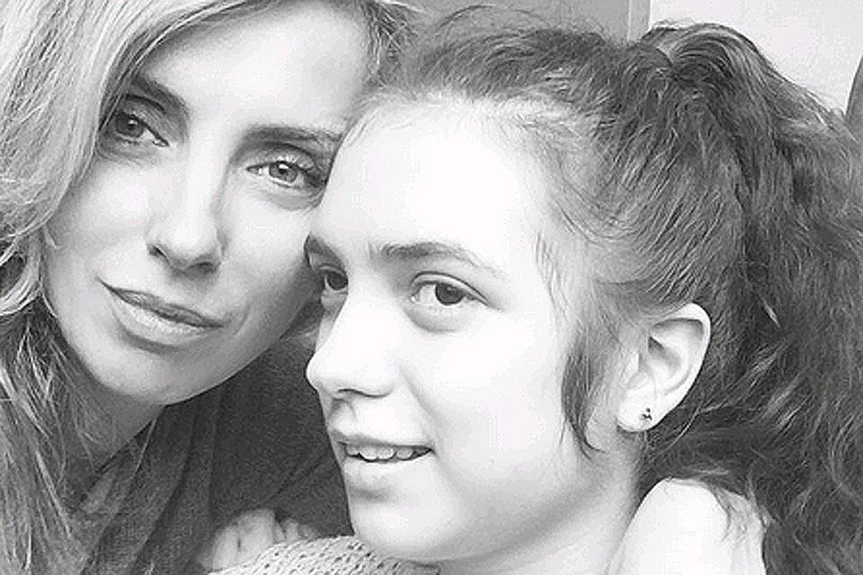 Светлана Бондарчук с дочкой Варварой.