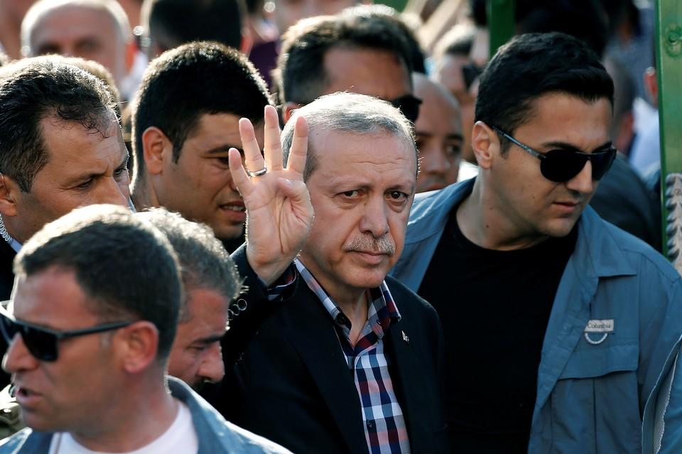 Есть версия, что Эрдоган чуть не поплатился жизнью из-за разворота в сторону России.