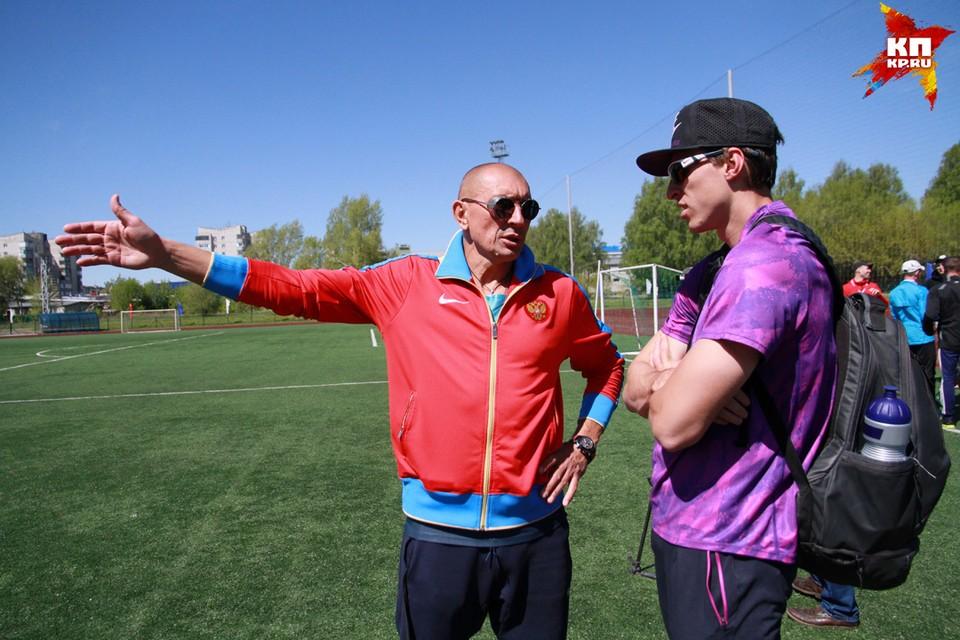 Чемпион мира по легкой атлетике Сергей Шубенков (справа) и его тренер Сергей Клевцов