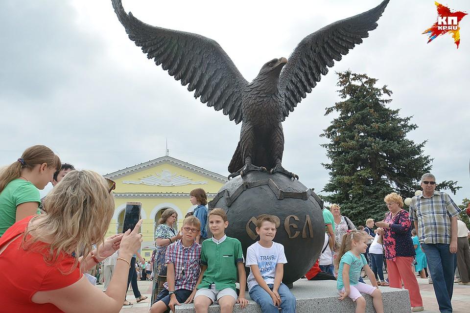 Цены на памятники в орле с ежедневной оплатой памятники в россии литературным авторские 9 мая