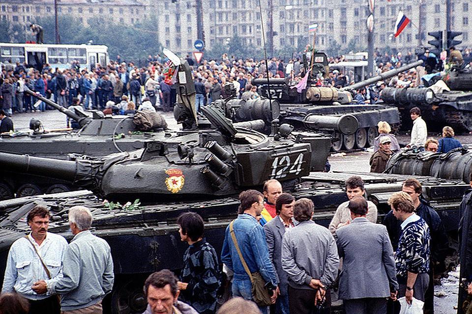 Танки на улицах Москвы по защите Советского Союза