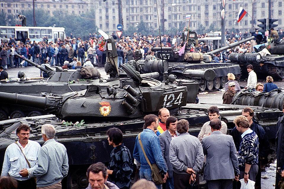 Август 1991 года. Танки на улицах Москвы.