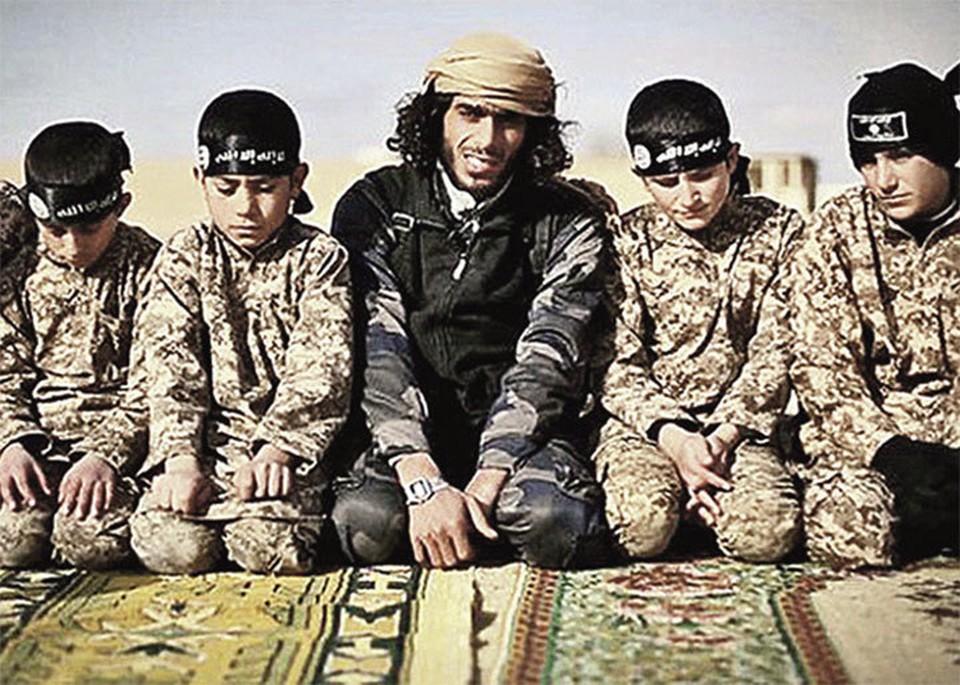 С ранних лет в ИГИЛ* детей готовят к смерти во имя Аллаха