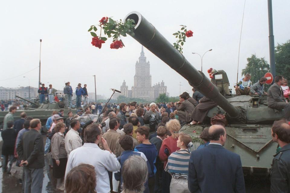 20 августа 1991 - танки на улицах Москвы Фото: Александра Чумичева и Валерия Христофорова /Фотохроника ТАСС/