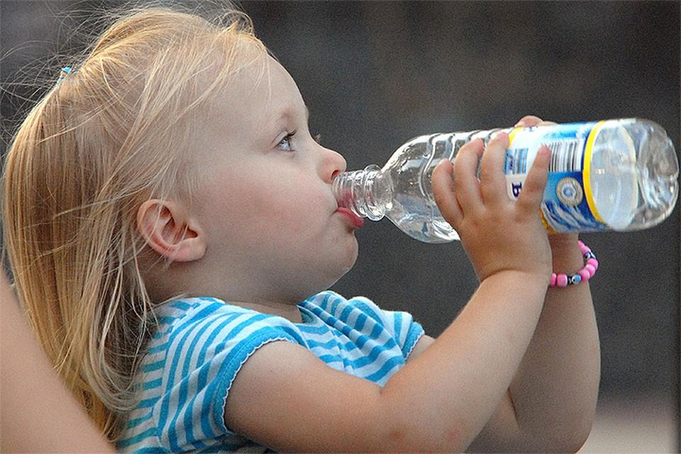 """""""Росконтроль"""" проверил пять образцов воды """"для детского питания"""""""