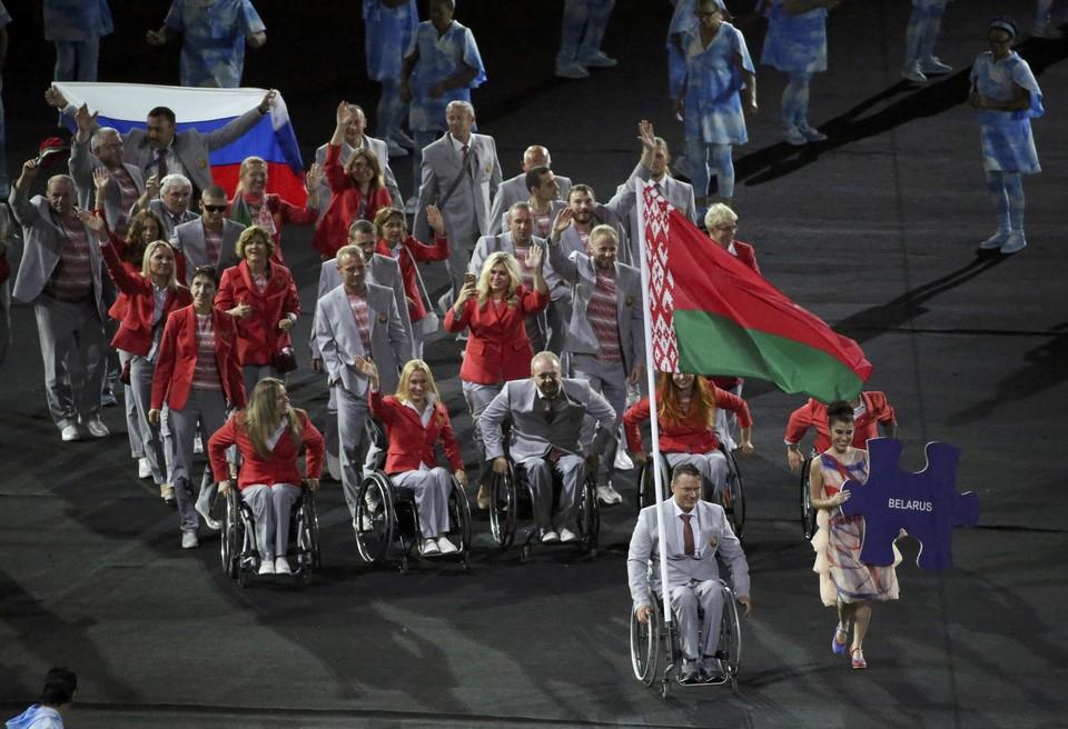 Спортсмены из Белоруссии все-таки пронесли российский флаг по стадиону Маракана
