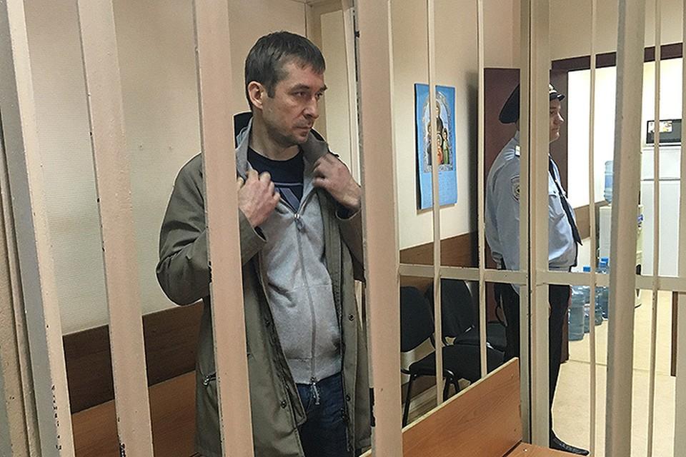 Дмитрий Захарченко в помещении суда.