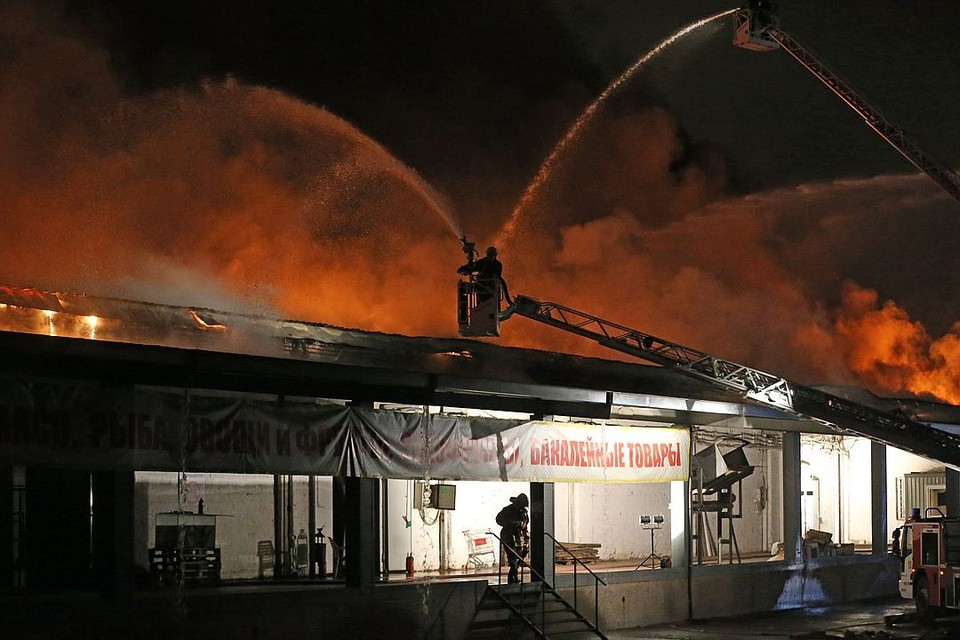 Погибшие пожарные одни из первых прибыли на место ЧП. Фото: Артем Коротаев/ТАСС