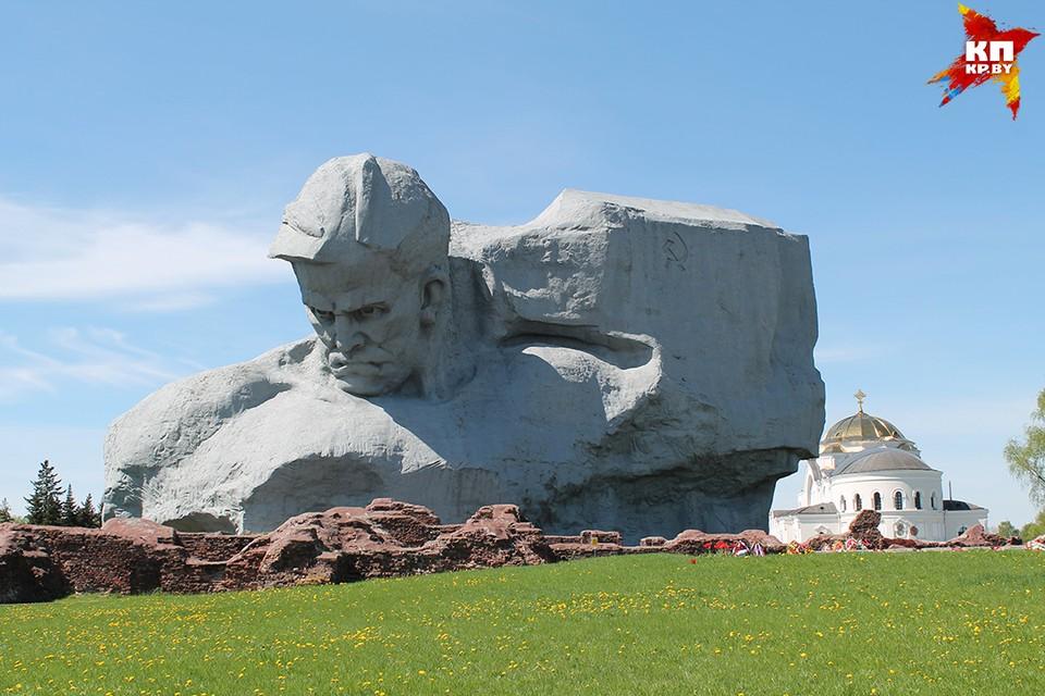 Артемий Лебедев считает памятники войны безвкусными, а Брест назвал городом-трусом.