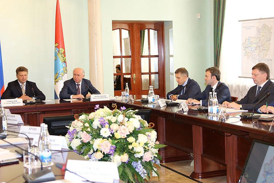 Максим Соколов обсудил с губернатором Николаем Меркушкиным планы по реконструкции дорожной сети. Фото: Светлана ОСЬМАЧКИНА