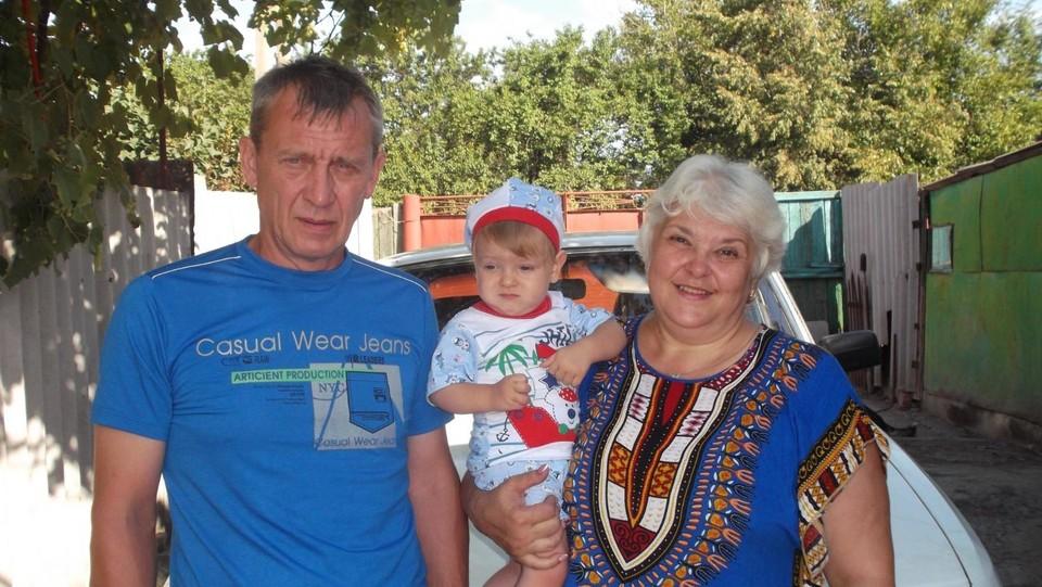 Родители Татьяна и Сергей вместе с Арсением. Фото: личный архив Татьяны Федоровой.