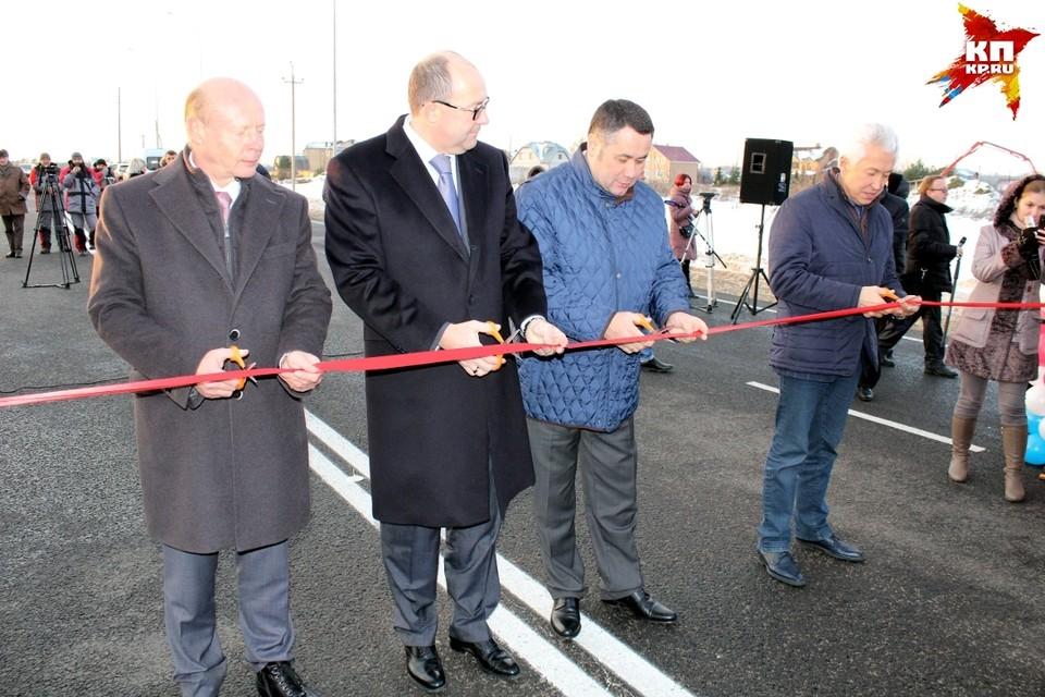 Губернатор Тверской области и глава Ростуризма открыли 600 метров дороги к гостинице.