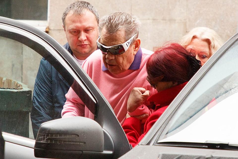 В пятницу Николая Караченцова отпустили из Склифа домой