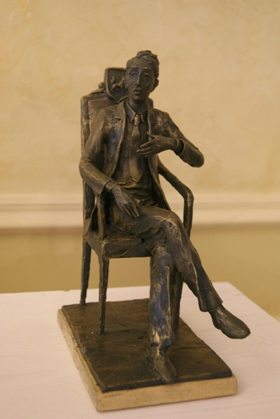 Скульптор Миронов увидел первого губернатора именно таким