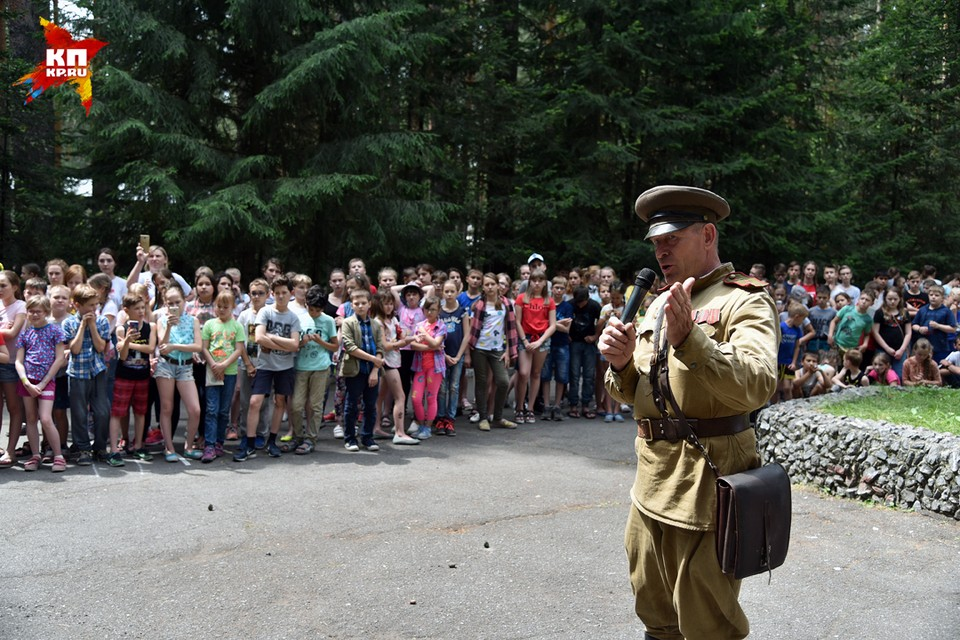 Новосибирское отделение Российского военно-исторического общества организовало автопробег, флешмоб и концерт в честь Дня памяти и скорби
